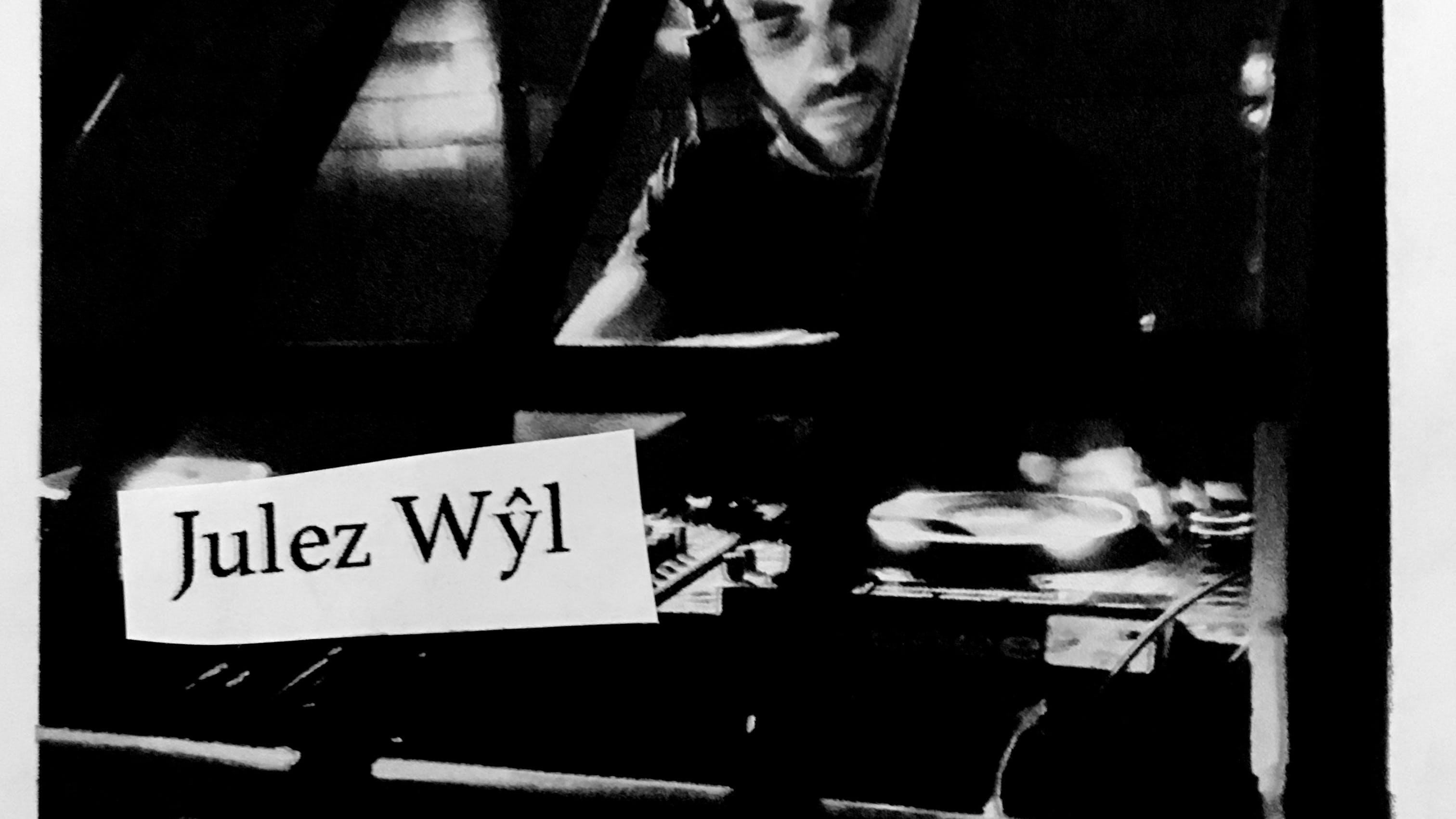 Choose Your Weapons: Julez Wŷl